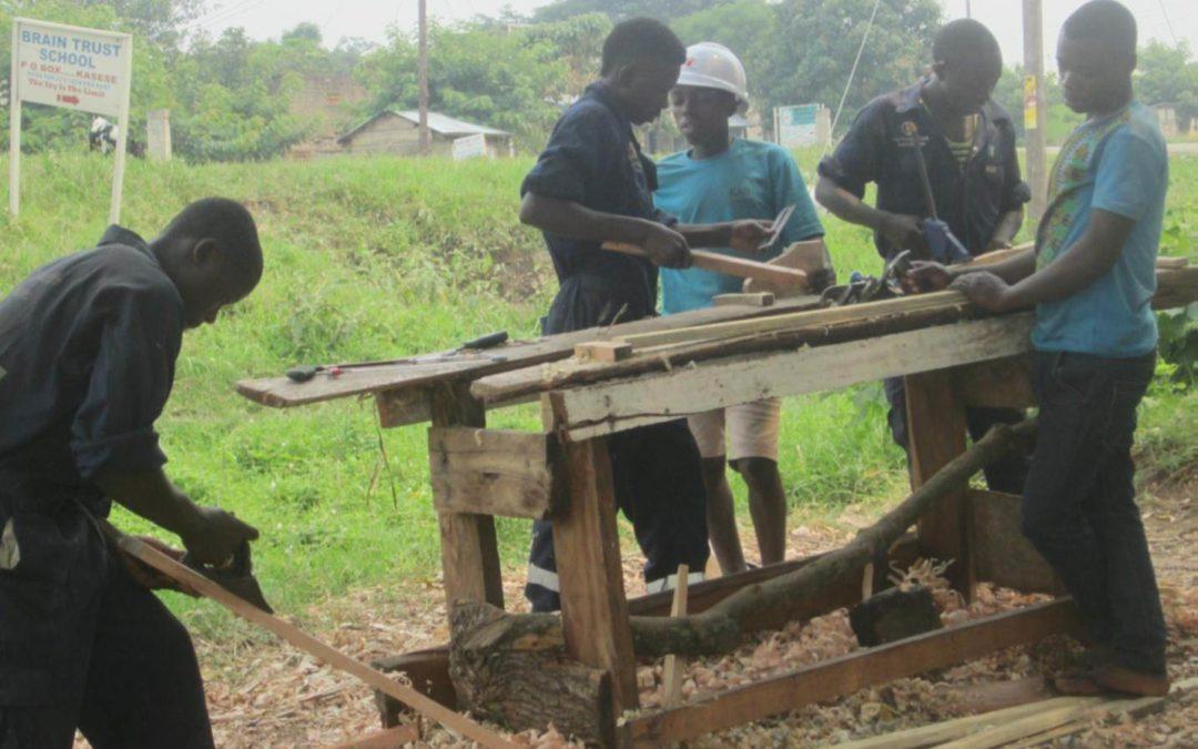 L'expansion de la formation de menuisier en Ouganda