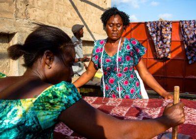 Formation de batik pour les personnes handicapées au Tanzanie